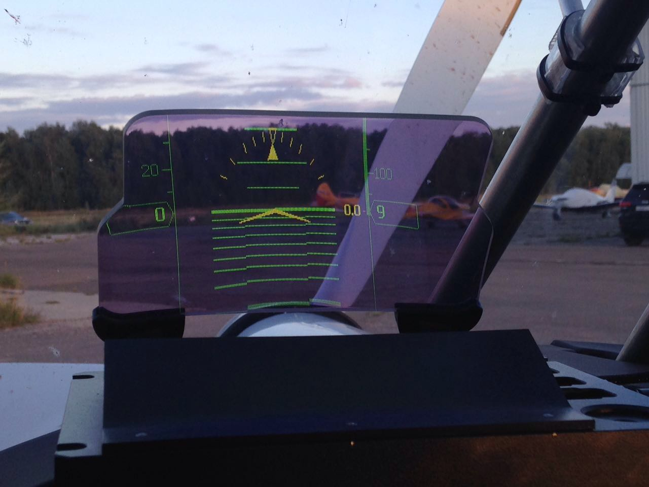 Head-Up Display for Glance EFIS I